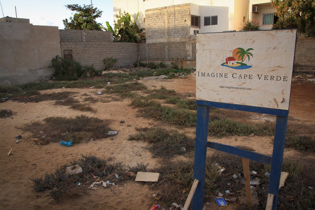 Imagine cape verde ou cap vert en facade dedebat photo